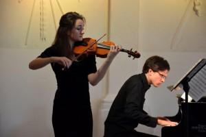 Violiste Elise Besemer en pianist Laurens de Man